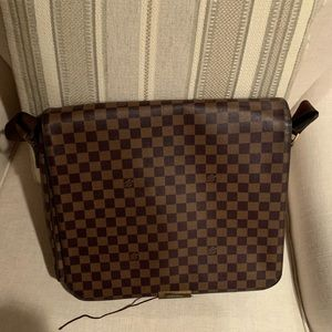 Louis. Vuitton damier messenger bag in brown